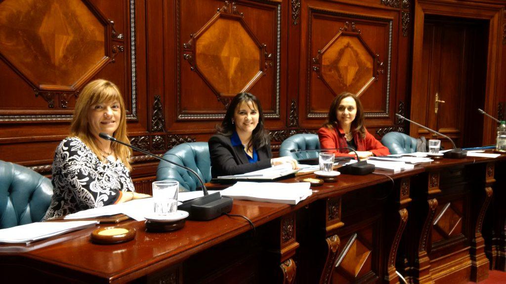 Senadoras Walquiria Olano, Viviana Pesce y Cecilia Eguiluz